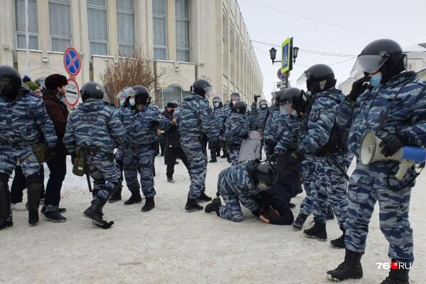 Информацию о задержанных участниках несанкционированного шествия в полиции не выдают