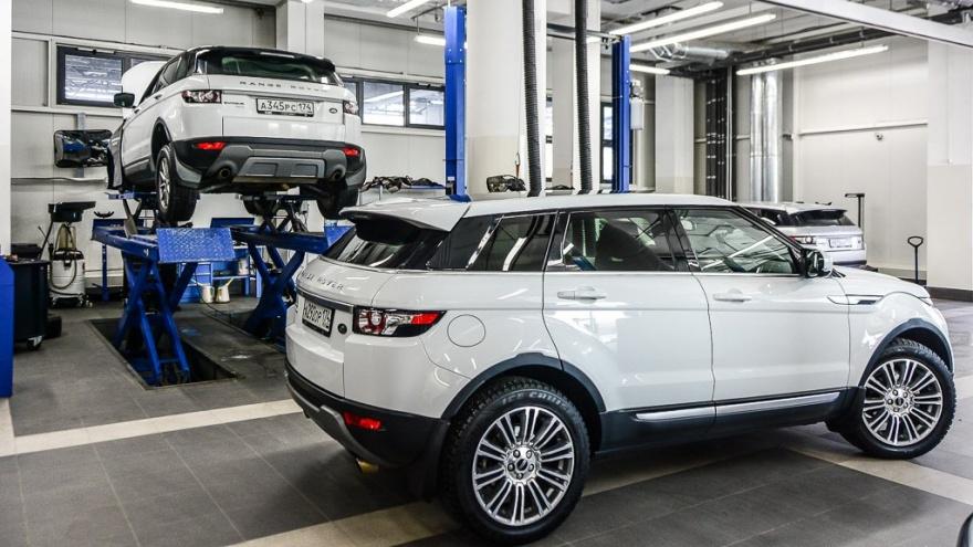 «Этот абсурд трудно понять»: эксперты — о росте утильсбора на автомобили и новой эскалации цен