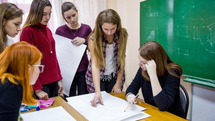 Учителя тоже под ударом: в Ярославле педагогов без прививки грозят отстранить от работы