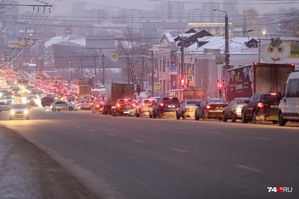 Зимой скорость движения падает, а поездки порой кратковременны: двигатели не успевают прогреваться
