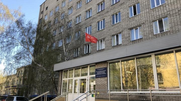 Всё нормально: чиновники Минздрава ответили на жалобы врачей глазного центра
