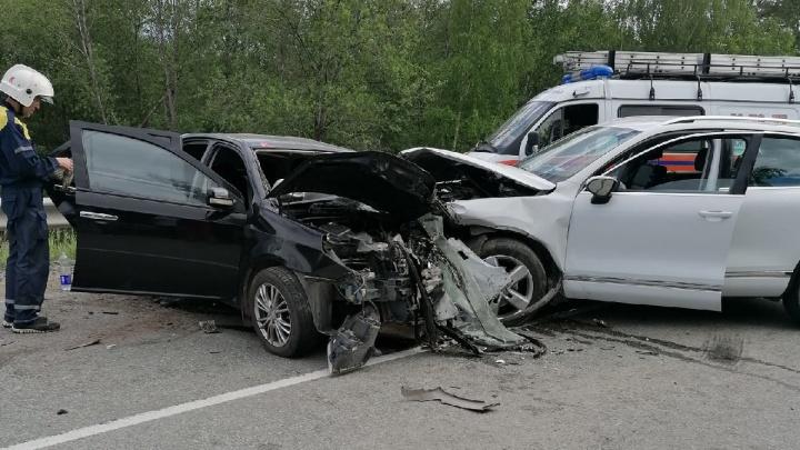 На уральской трассе водитель Volkswagen вылетел на встречку и устроил смертельное ДТП