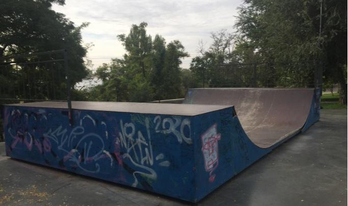«Получается, украли?»: волгоградцы требуют вернуть ограждение скейт-парка на Центральной набережной
