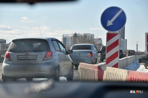 Пока Блюхеровский мост закрыт только частично, а с 1 мая он станет полностью недоступен