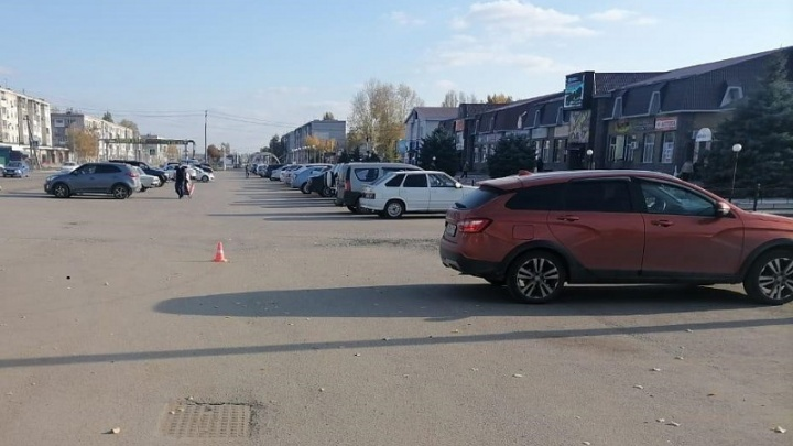 Под Волгоградом 30-летний мужчина на парковке сбил подростка на велосипеде