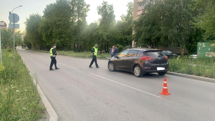Ребенка с серьезными травмами увезли на скорой: в Екатеринбурге водитель KIA сбил 8-летнего мальчика