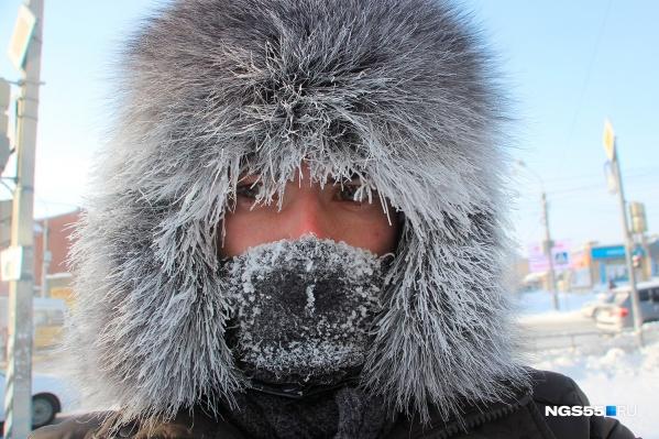 В МЧС омичам и жителям области советуют проводить меньше времени на улице, а если это все-таки необходимо — одеться тепло