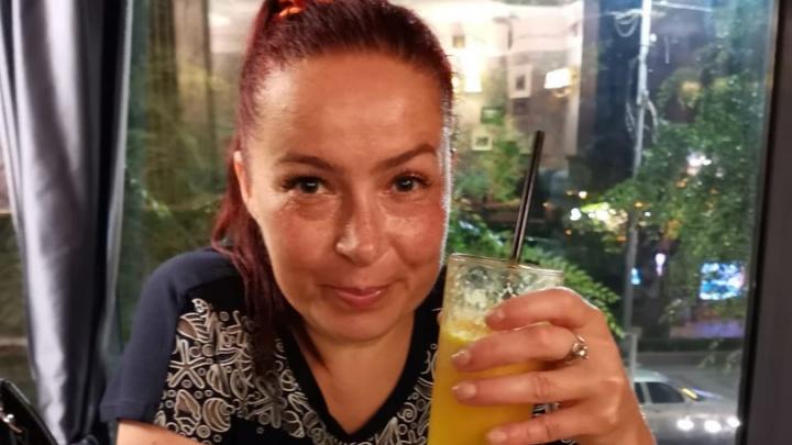 «Она вышла с работы и испарилась»: в Волгограде разыскивают женщину с ярко-красными волосами