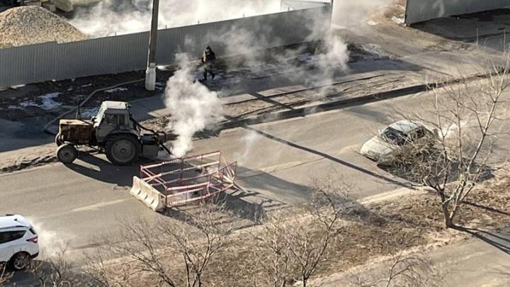 В Волгограде устраняют порыв теплотрассы на улице Пархоменко