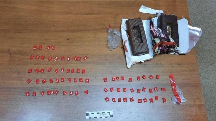 Влюбленная пара из Красноярска в бисквитных рулетиках завезла наркотики в Канск