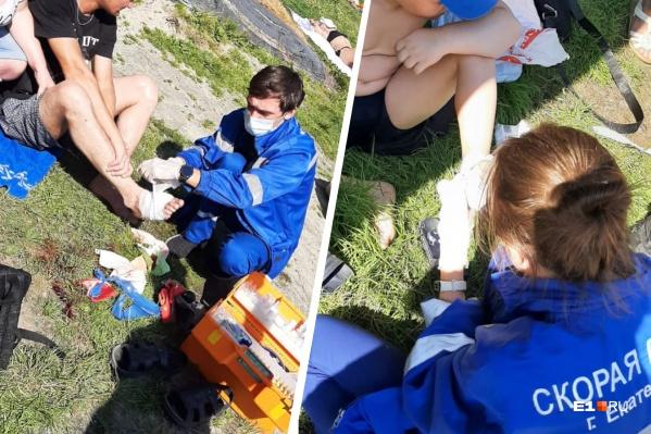 Оба екатеринбуржца серьезно порезали ступни