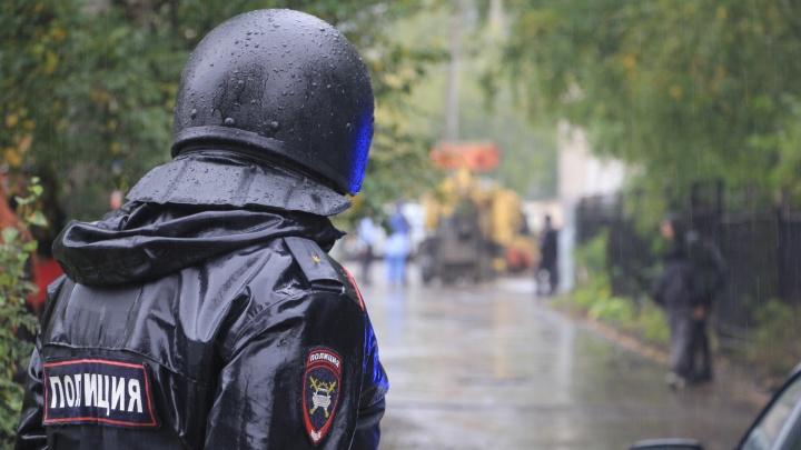 Архангельские студенты обсуждают фото со «стрелком» в балаклаве. Почему информация про теракт — фейк