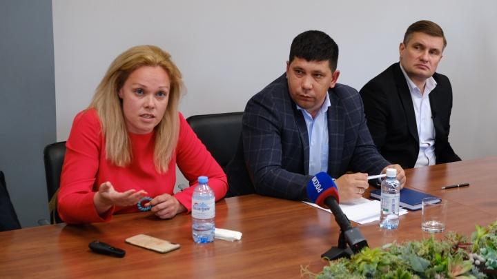 Чиновники и разработчик проекта в разгар дорожных работ объяснили, как реконструируют Комсомольский проспект