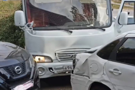 На Дону водитель автобуса умер за рулем. Неуправляемая машина попала в ДТП