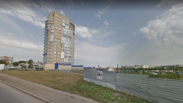 Мэрия Омска продала два коммерческих долгостроя за три миллиона рублей