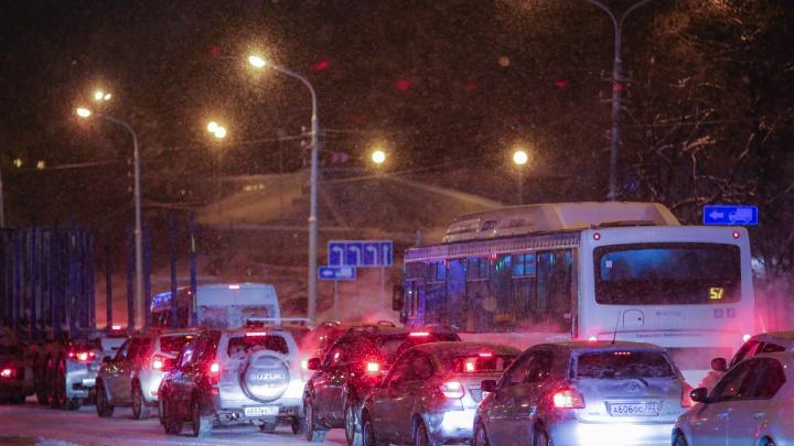 Мороз и пробки: следим за шестым днем закрытия развязки на Валиди — Салавата Юлаева в Уфе онлайн