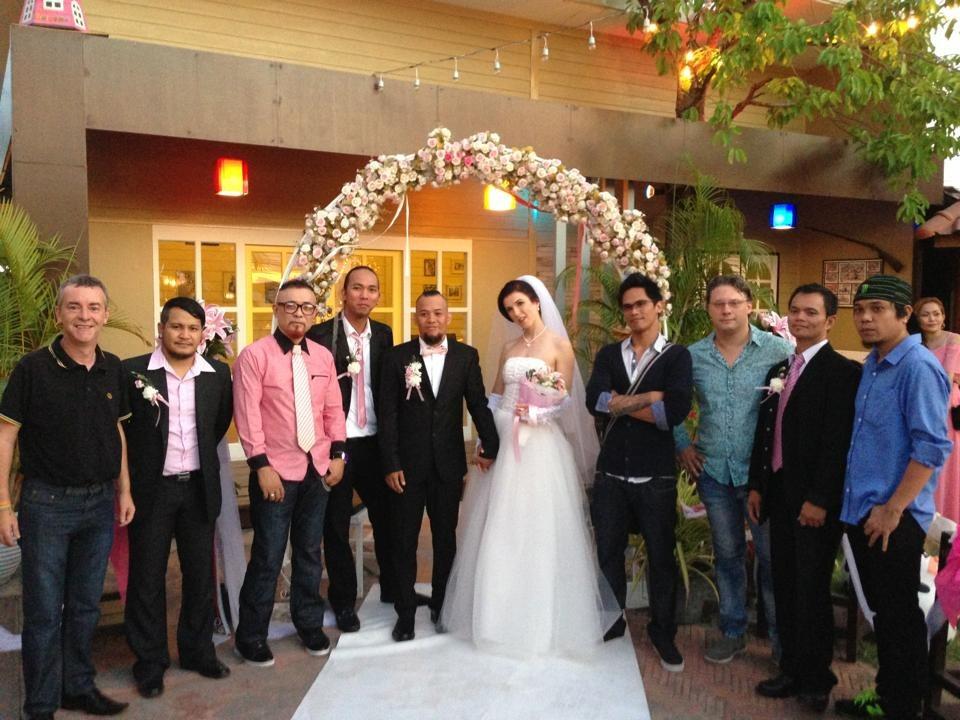 На свадьбу в Таиланд прилетели родственники Полины