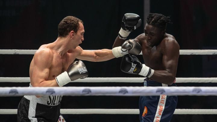«Силушка есть»: в Новосибирске прошел чемпионат мира по боксу — 10 мощных кадров, как это было