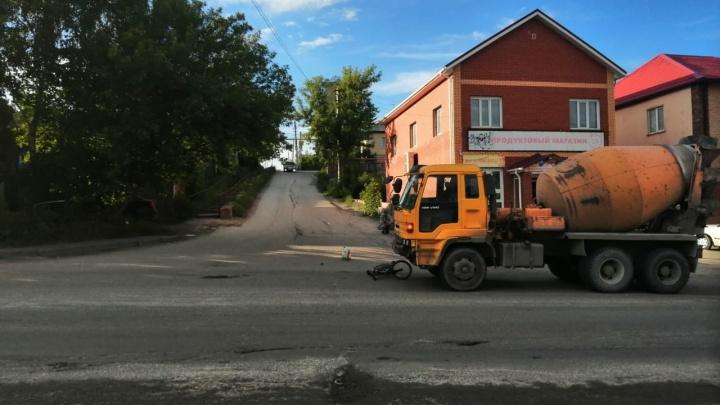 В Новосибирске 11-летнего ребенка на велосипеде сбила бетономешалка