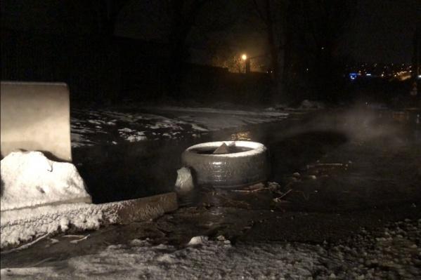Прорвавшаяся на свободу канализация превратила улицу Полоненко в фекальную реку