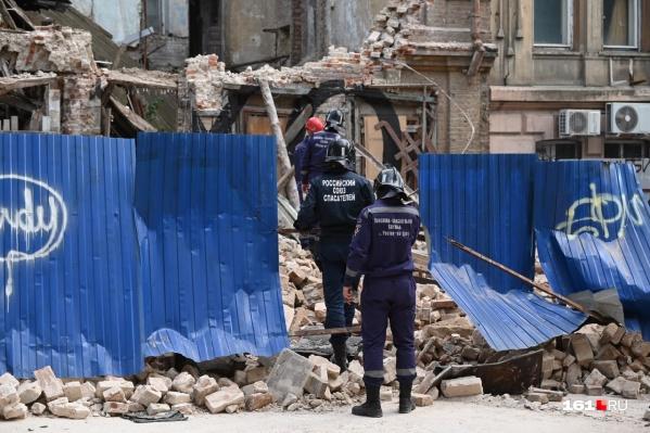 По словам Логвиненко, стены не выдержали намокших конструкций