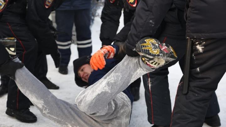 «Отпустите, ну, пожалуйста, ребят»: что стоит переосмыслить о Челябинске и его жителях после акции протеста