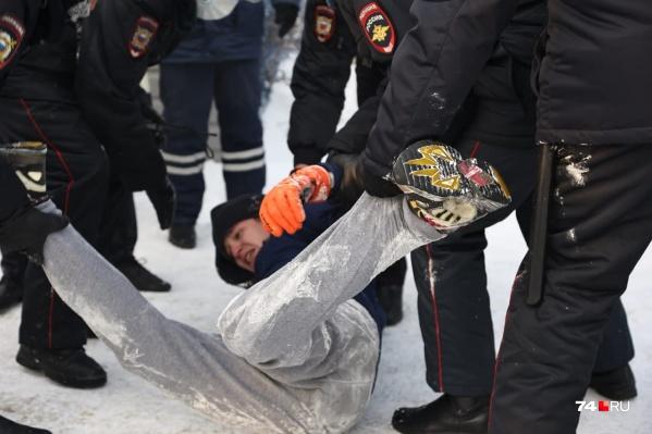 По предварительным оценкам, на акции протеста 23 января в Челябинске задержали больше 30 человек