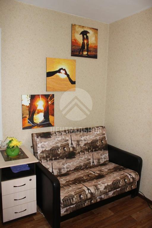 Спальное место — в квартире поместился только небольшой диван
