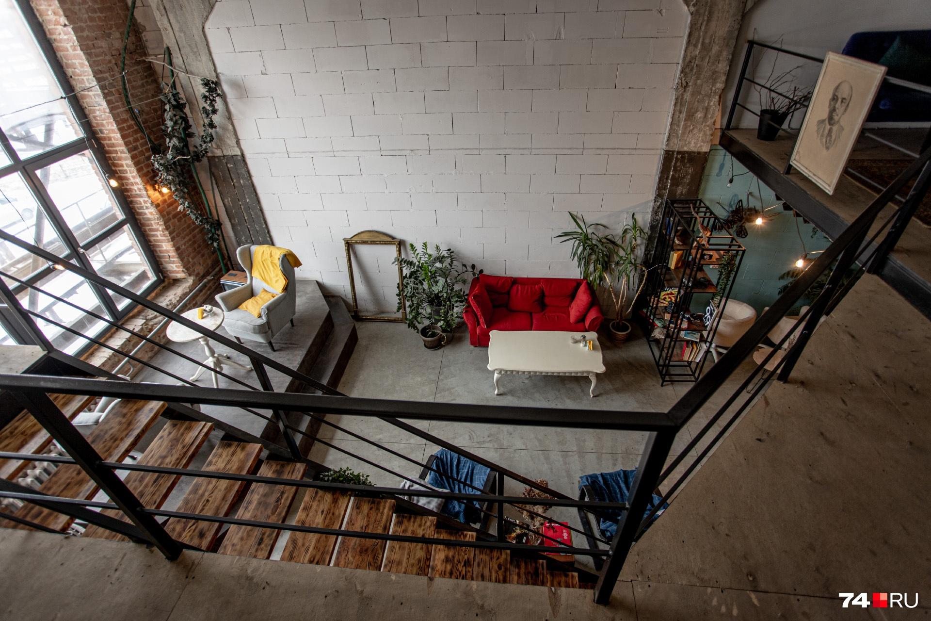 Одно из популярных мест в «Свободе2» — небольшая тихая кофейня с огромными окнами