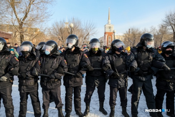 "Полицейские на акции протеста <nobr class=""_"">23 января</nobr>"