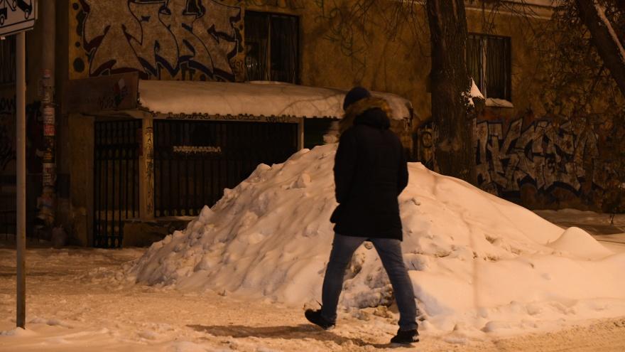 В администрации Екатеринбурга рассказали, куда жаловаться на нечищеные дворы