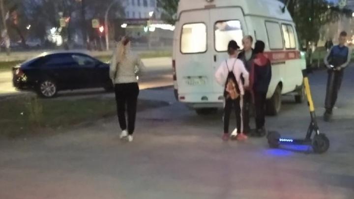 С 18-летнего челябинца, который на электросамокате сбил женщину на тротуаре, потребовали миллион рублей