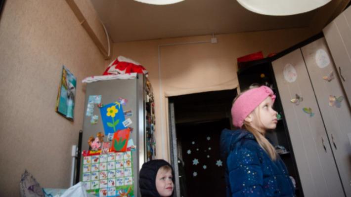 «Мы остались без всего»: архангелогородка показала, как после пожара с потолка хлынул кипяток