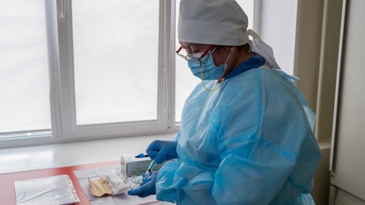 В двух кузбасских ТЦ открылись пункты вакцинации от COVID-19: Минздрав рассказал про их работу