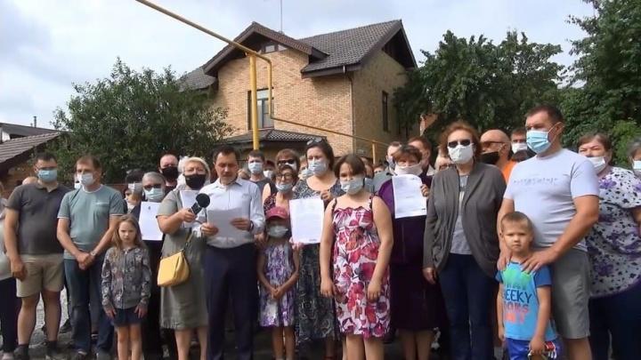 Жители Уралмаша боятся, что на месте их домов построят многоэтажки. Они записали обращение Путину