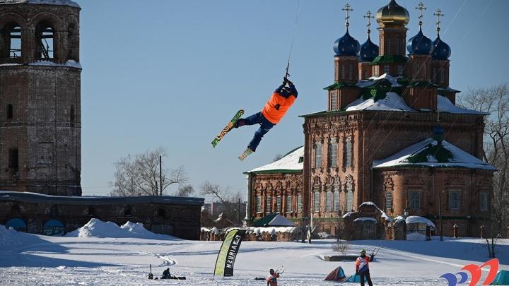 Солнце, парус и Строгановские палаты: в Усолье прошли соревнования по сноукайтингу