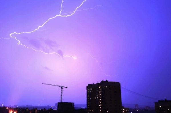 Очевидцы сообщили, что от удара молнии погибли два человека