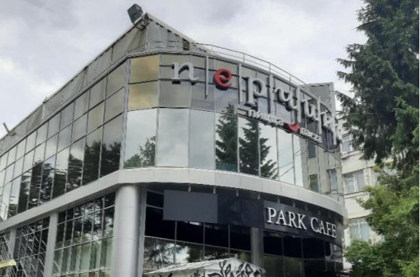 Всё-таки снесут: мэрия Новосибирска выиграла суд о сносе здания общепита в Первомайском сквере