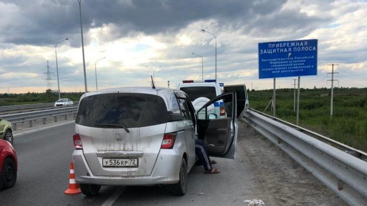 В Тюмени четыре наряда ДПС гонялись за пьяным водителем. Жесткое задержание попало на камеру