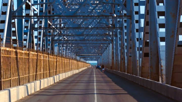 Пешеходам дали больше времени для прохода по Северодвинскому мосту в период двухнедельного перекрытия