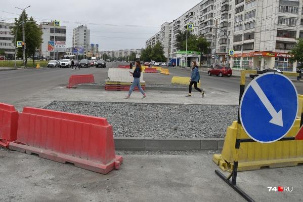 Островки безопасности появились на Комсомольском проспекте. Но почему такие огромные?