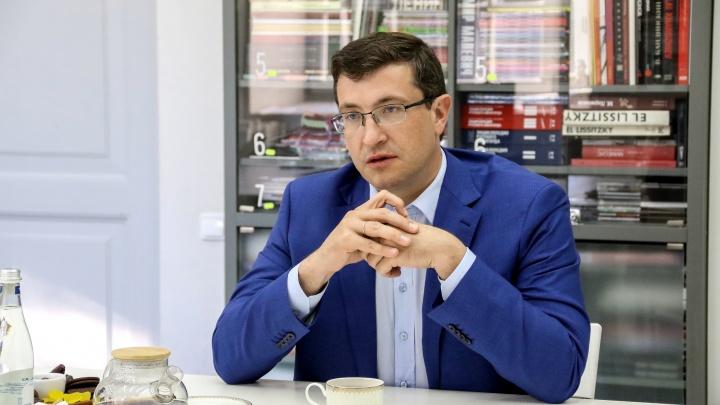 Глеб Никитин поручил обеспечить многодетным семьям льготы на платную парковку