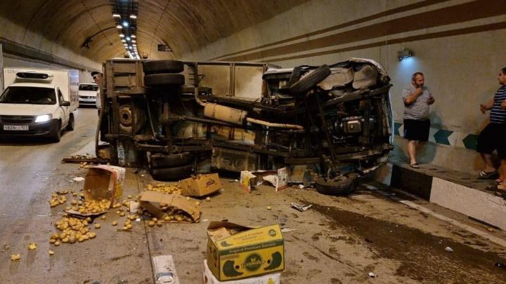В тоннеле Сочи произошло массовое ДТП