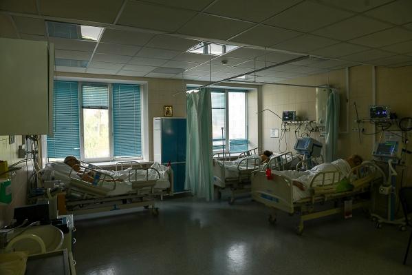 Рост абсолютного количества смертельных случаев говорит о том, что многие болеют тяжело