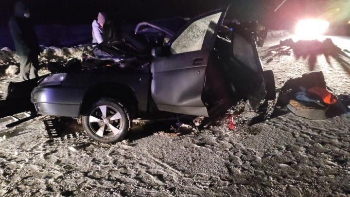 На трассе в Свердловской области в ДТП с 2 легковушками погибли 5 человек