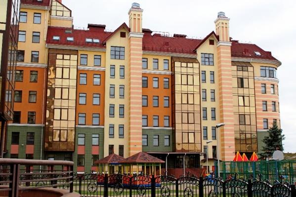 """Один из самых известных элитных домов в Омске находится на улице <nobr class=""""_"""">Красина, 6</nobr>"""