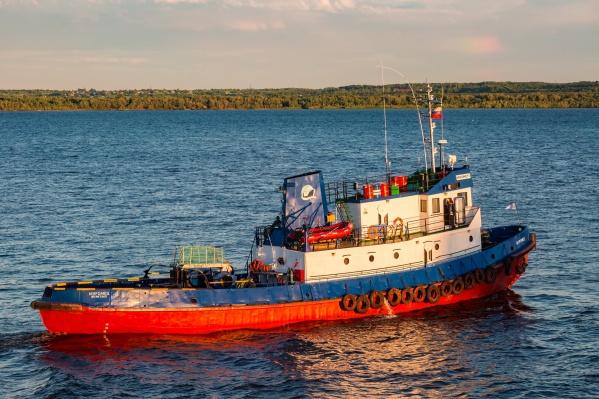 Компания имеет лицензии на морские буксировки и перевозку опасных грузов