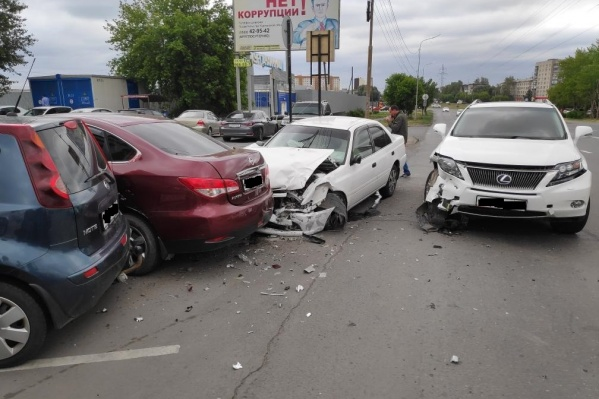 В ДТП повреждения получили 4 автомобиля