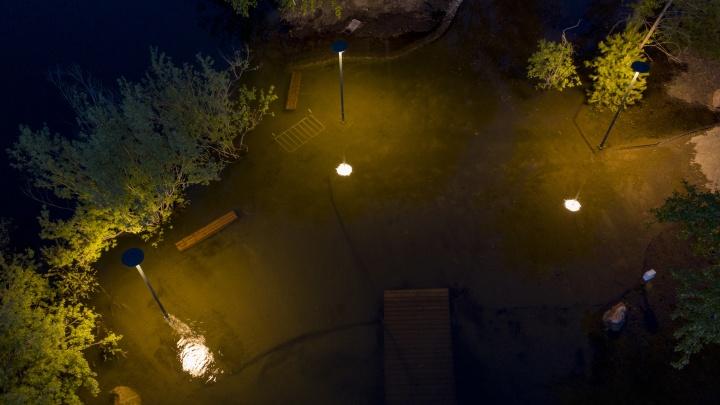 Подрядчики по мебели и фонарям для набережной рассказали, как долго их продукция протянет в воде