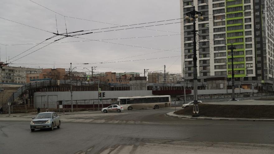 Новосибирцы выступили против сокращения парковки у нового бизнес-центра на Нарымской— чем они недовольны